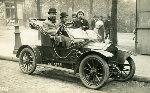 Automobile à Paris en 1910
