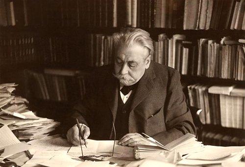Frédéric Masson dans son cabinet de travail