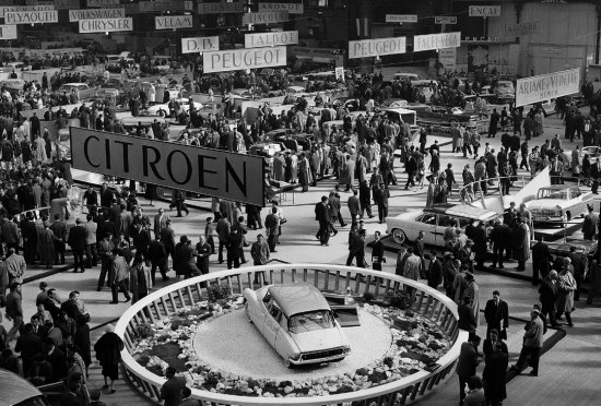 Stand Citroën au Salon de l'Automobile 1955