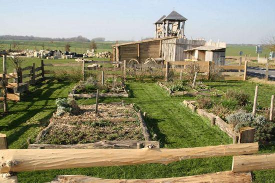 construction d 39 un village m di val avec les techniques du moyen age lassigny oise histoire