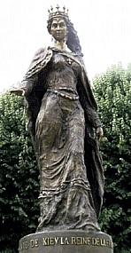Statue d'Anne de Kiev à Senlis